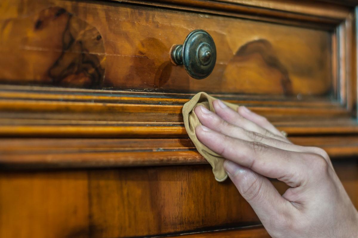 Come pulire il legno molto sporco