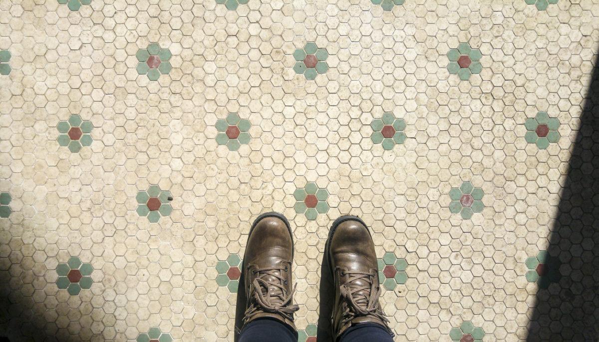 Come sgrassare i pavimenti in ceramica